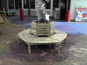 Resin Bonded Rubber Bark with Tree Seat